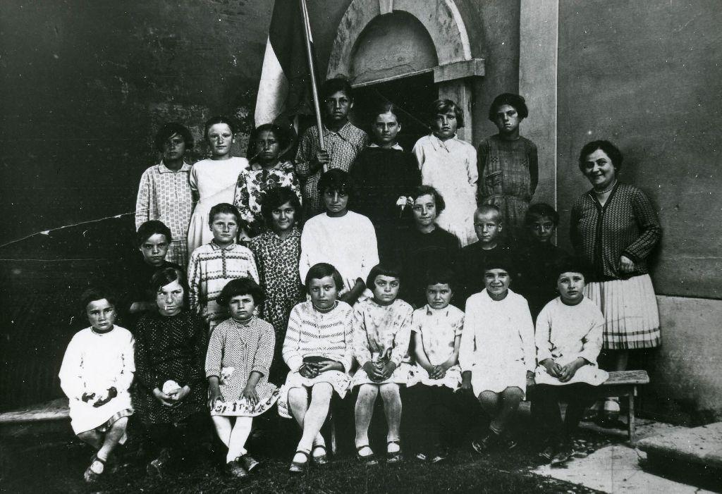 Foto ricordo della classe di Bertarini Olga