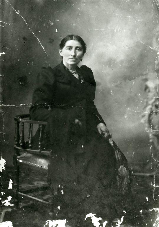 Ritratto della madre di Dario Bonori, eseguito in studio.