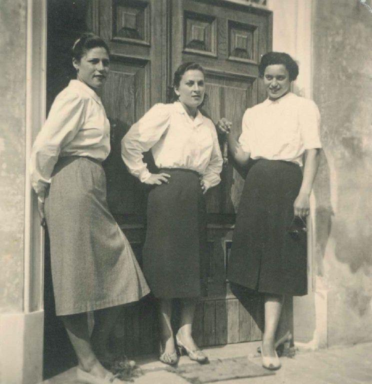 Elda Guidi in compagnia di due amiche