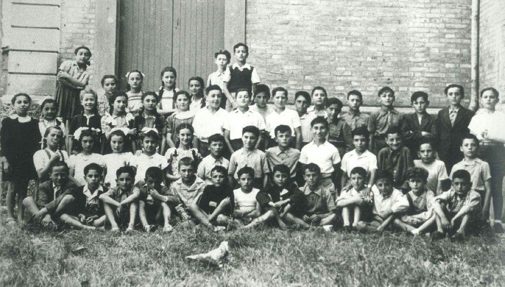 Alunni della classe quinta della scuola elementare di Castello d'Argile