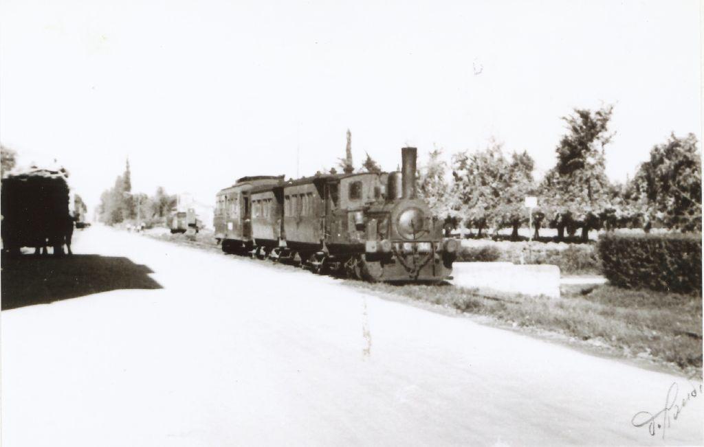 Treno in transito nel centro di Granarolo