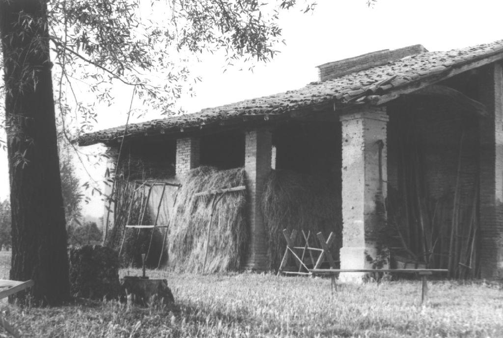Stalla, casa colonica di Castello d'Argile