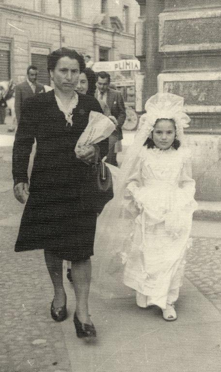 Vittoria Cappelli nel giorno della Santa Cresima, anno 1947