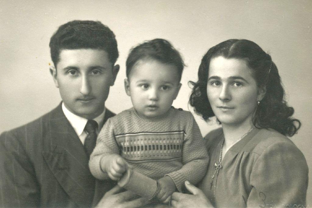 Ritratto di Sergio Rinaldi con la moglie Amelia Trombetti e il figlio Pietro, anno 1951