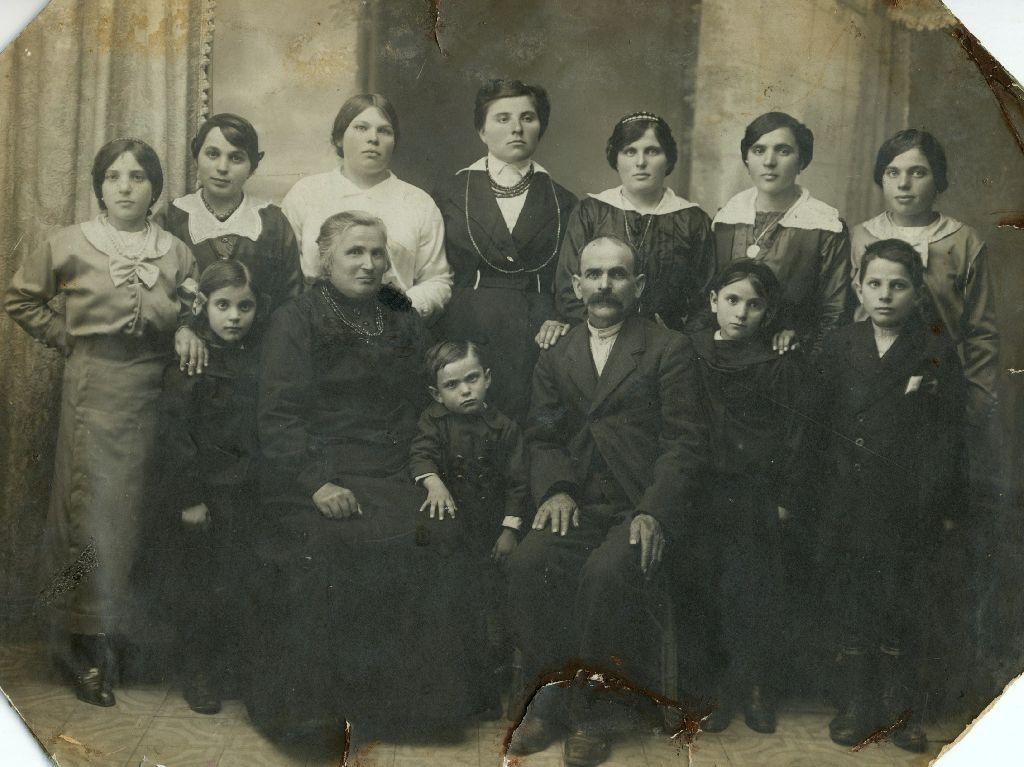 Ritratto della famiglia Trombetti, anno 1916