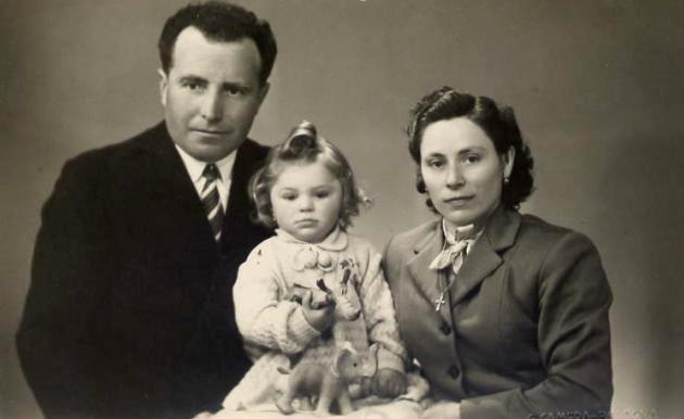 I coniugi Natalini Antonio e Tinti Maria con la figlia Patrizia, Granarolo dell'Emilia 1953-54