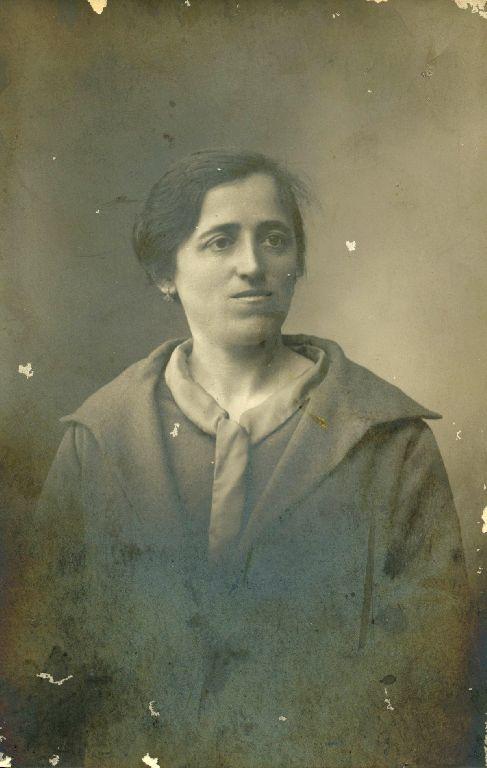 Ritratto in studio della cugina di Marcella Lanzi, Granarolo dell'Emilia