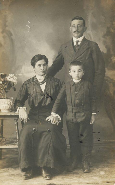 Edoardo Lanzi con la moglie Enrica e il figlio Anello, Granarolo dell'Emilia