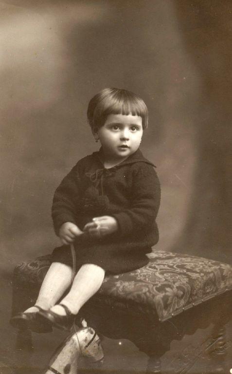 Ritratto di bambina con cavallino, Granarolo dell'Emilia